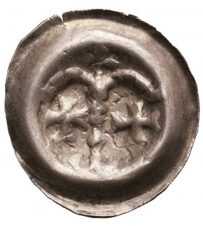 Zakon Krzyżacki. Brakteat guziczkowy ok. 1267-1278, Aw.: Arkady, pod nimi dwa krzyże